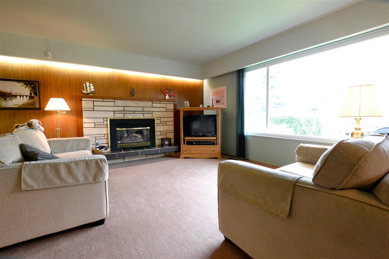 Photo 3: 1848 TRENT Avenue in Coquitlam: Central Coquitlam House for sale : MLS(r) # R2108673