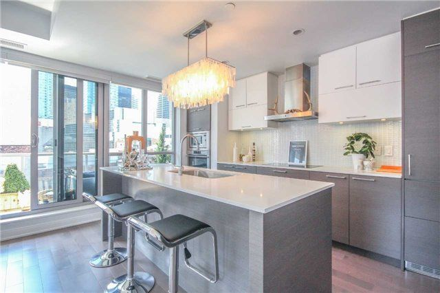 FEATURED LISTING: 705 - 55 Front Street Toronto