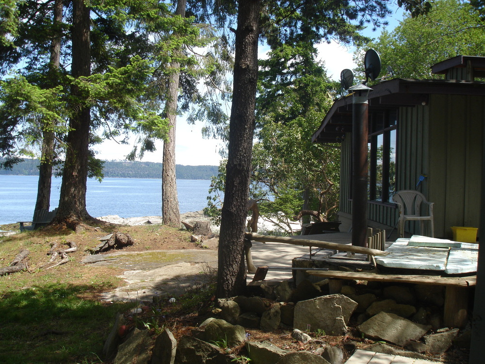 Photo 2: 205 Pilkey Point in Thetis Island: Beach Home for sale : MLS® # 274612