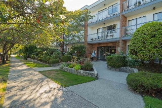 "Main Photo: 114 1950 W 8TH Avenue in Vancouver: Kitsilano Condo for sale in ""MARQUIS MANOR"" (Vancouver West)  : MLS® # R2204762"