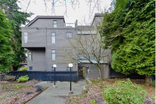 "Main Photo: 304 2001 BALSAM Street in Vancouver: Kitsilano Condo for sale in ""BALSAM MEWS"" (Vancouver West)  : MLS® # R2236950"