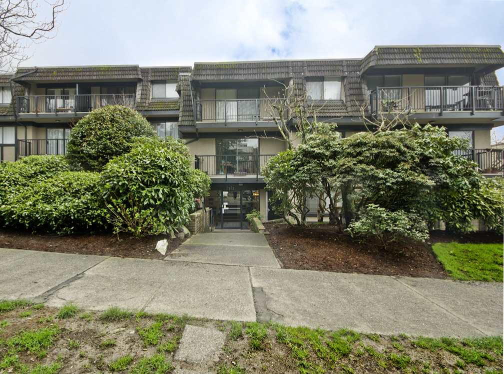 "Main Photo: 205 2222 CAMBRIDGE Street in Vancouver: Hastings Condo for sale in ""The Cambridge"" (Vancouver East)  : MLS® # R2046134"