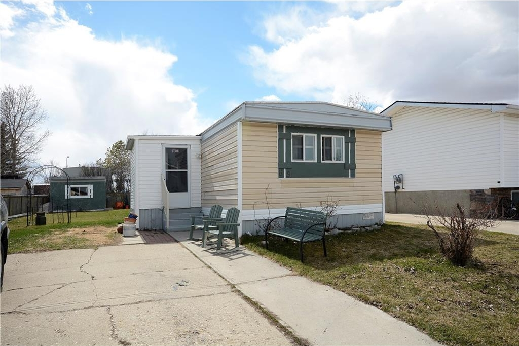 Main Photo: 89 SPRING DALE CI SE: Airdrie House for sale : MLS®# C4102361