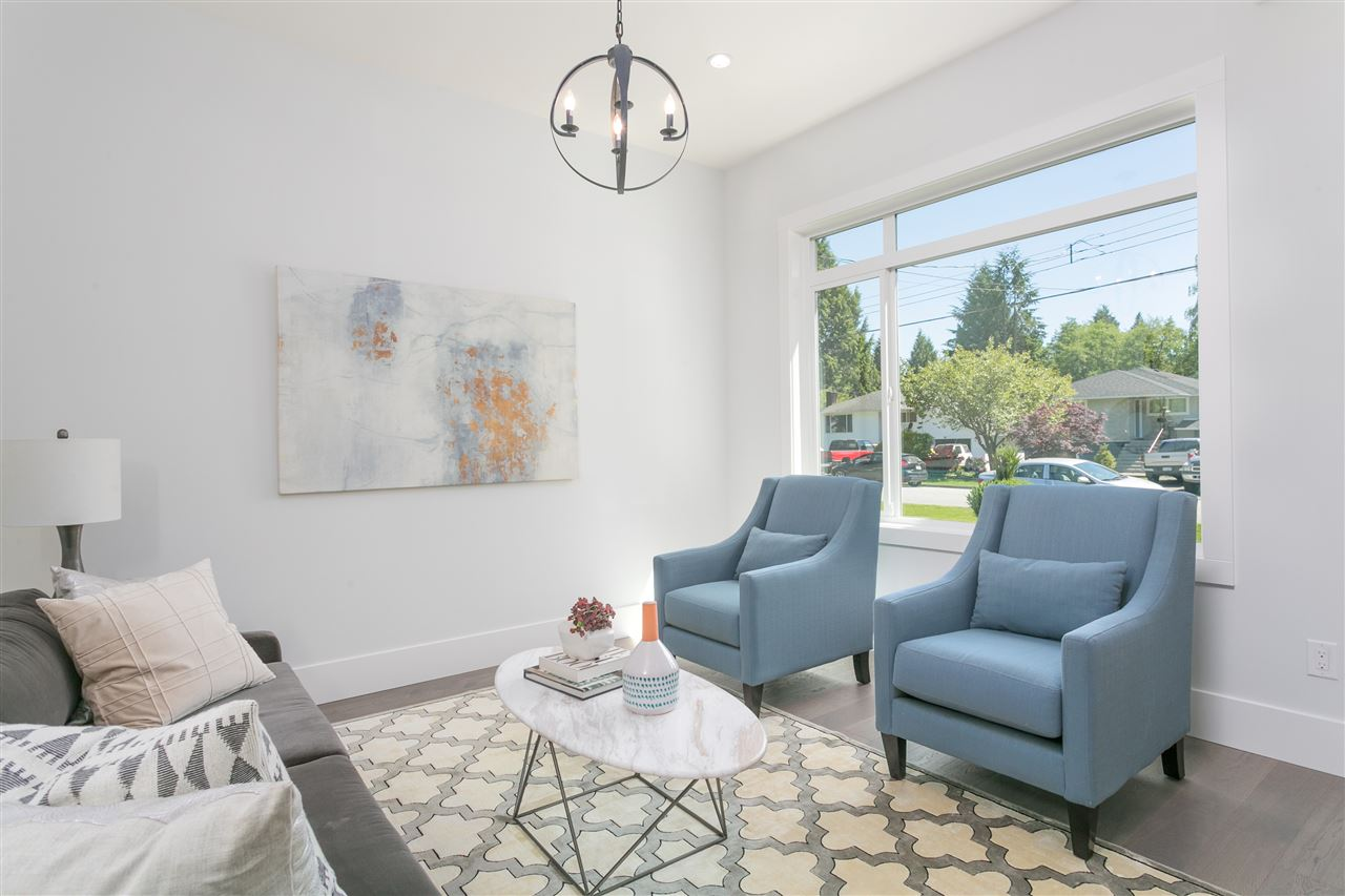 Photo 2: 1622 DRAYCOTT Road in North Vancouver: Lynn Valley House for sale : MLS(r) # R2167069
