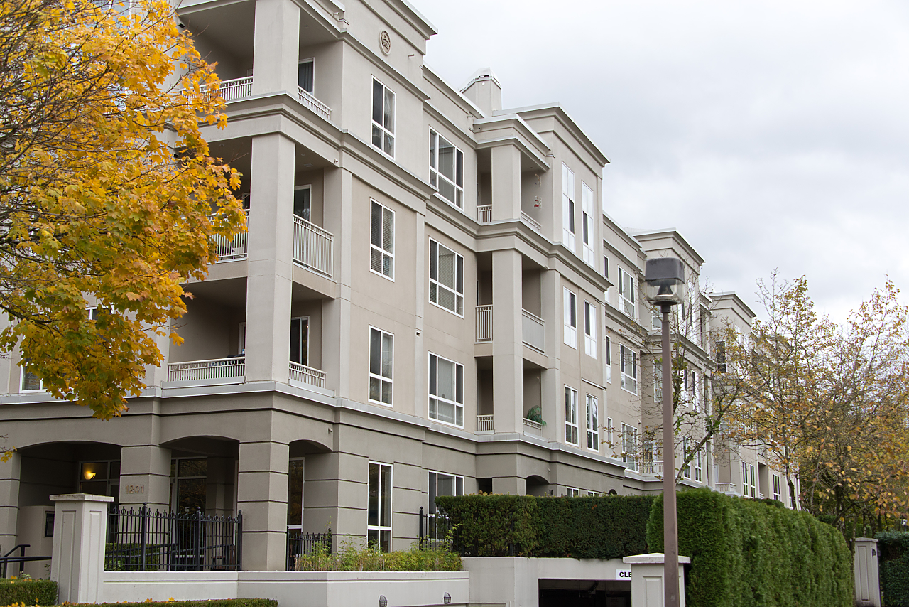 "Main Photo: 212 3098 GUILDFORD Way in Coquitlam: North Coquitlam Condo for sale in ""MARLBOROUGH HOUSE"" : MLS® # R2225808"