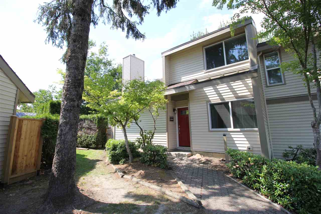 "Main Photo: 6121 W GREENSIDE Drive in Surrey: Cloverdale BC Townhouse for sale in ""Greenside Estates"" (Cloverdale)  : MLS®# R2282415"