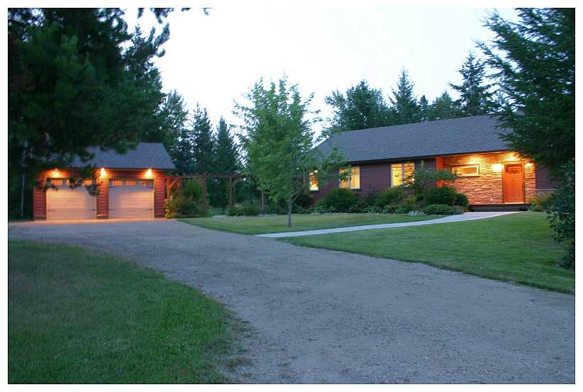 Main Photo: 5521 NW 10 AVE in Salmon Arm: NW House for sale : MLS®# 10058089