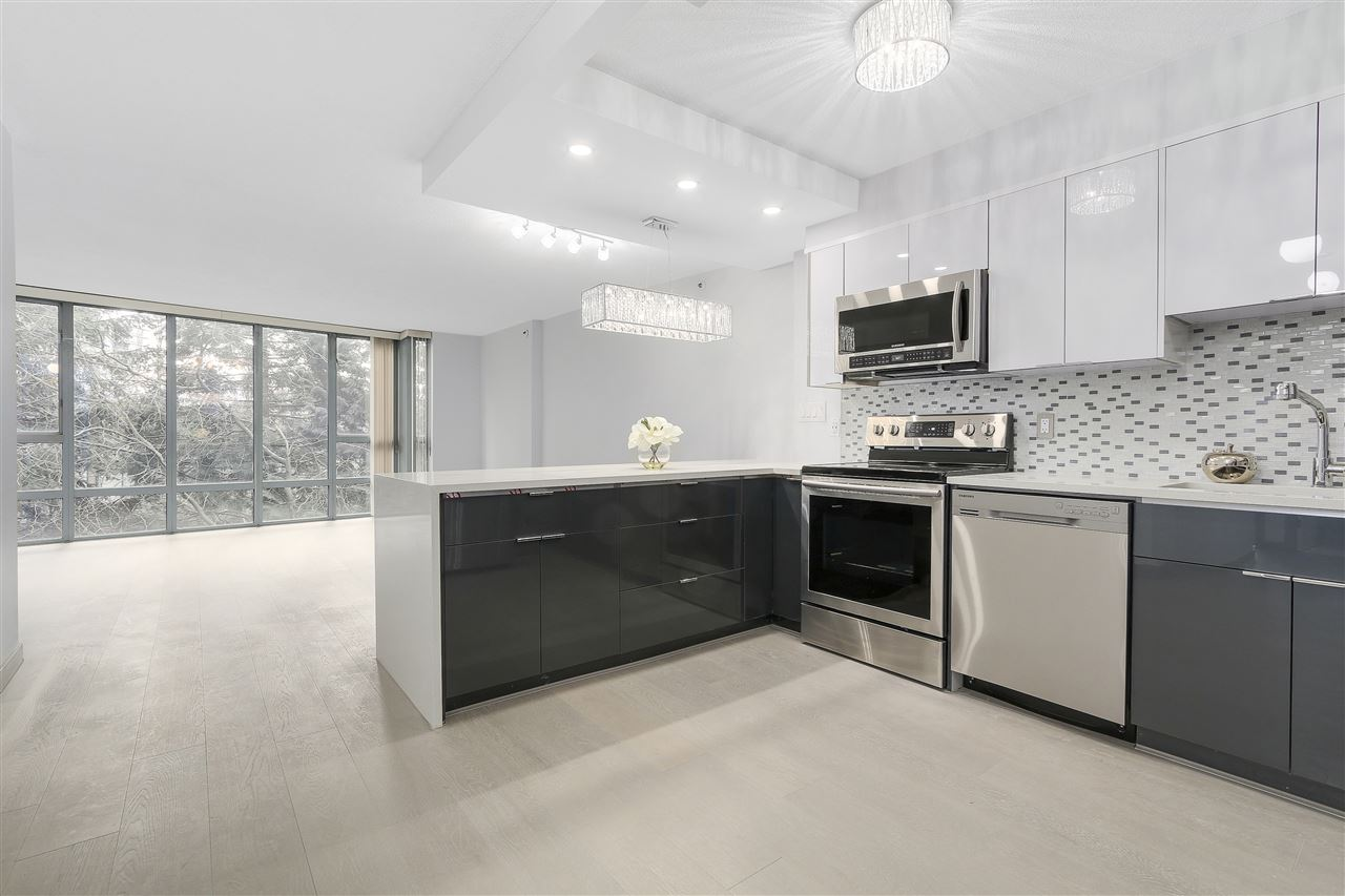 "Main Photo: 301 950 CAMBIE Street in Vancouver: Yaletown Condo for sale in ""PACIFIC PLACE LANDMARK"" (Vancouver West)  : MLS(r) # R2162195"