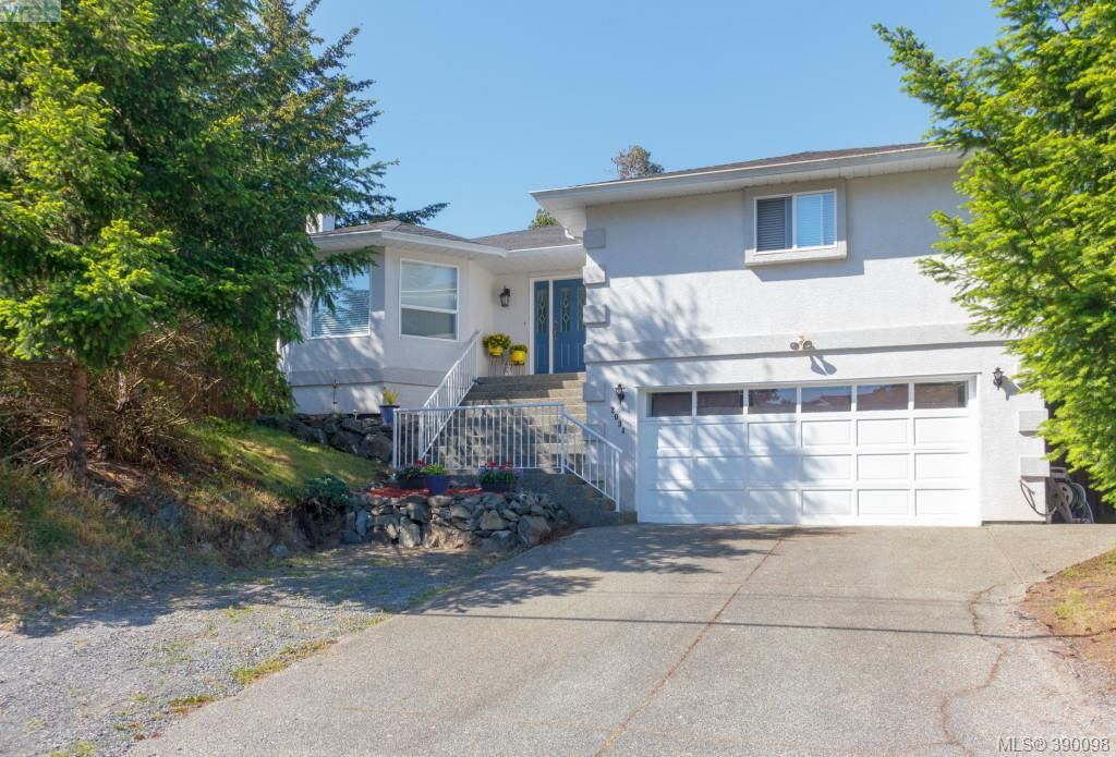 Main Photo: 2094 Gourman Place in VICTORIA: La Thetis Heights Single Family Detached for sale (Langford)  : MLS®# 390098