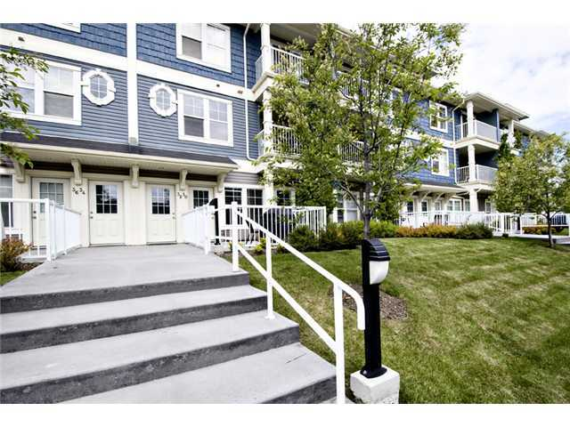 Photo 2: 30 AUBURN BAY Common SE in Calgary: Auburn Bay Townhouse for sale : MLS® # C3634966