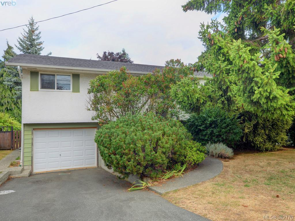 Main Photo: 4460 Majestic Drive in VICTORIA: SE Gordon Head Single Family Detached for sale (Saanich East)  : MLS® # 382170