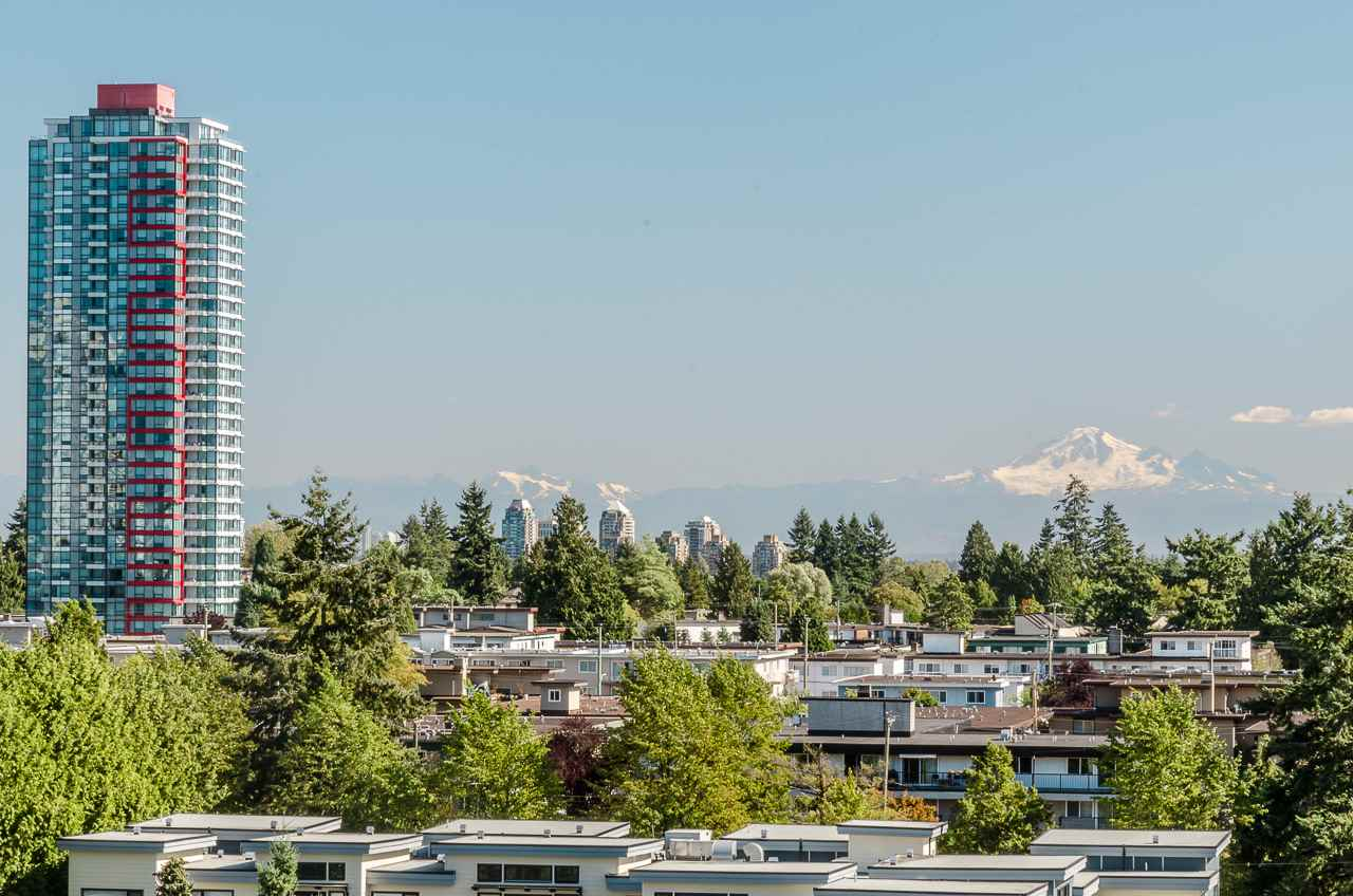 "Main Photo: 1007 6455 WILLINGDON Avenue in Burnaby: Metrotown Condo for sale in ""PARKSIDE MANOR"" (Burnaby South)  : MLS® # R2207177"