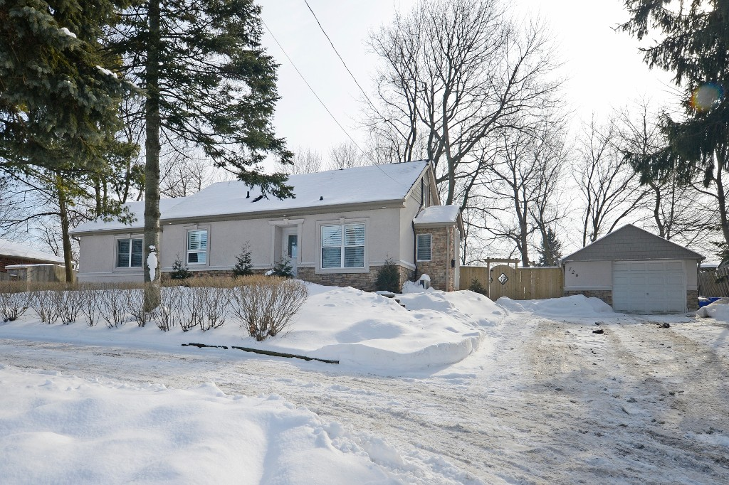 Main Photo: 726 Mohawk Road in Hamilton: Ancaster House (1 1/2 Storey) for sale : MLS®# X3112460