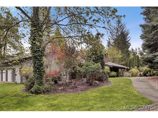 Main Photo: 4497 Cottontree Lane in VICTORIA: SE Broadmead Single Family Detached for sale (Saanich East)  : MLS® # 376763