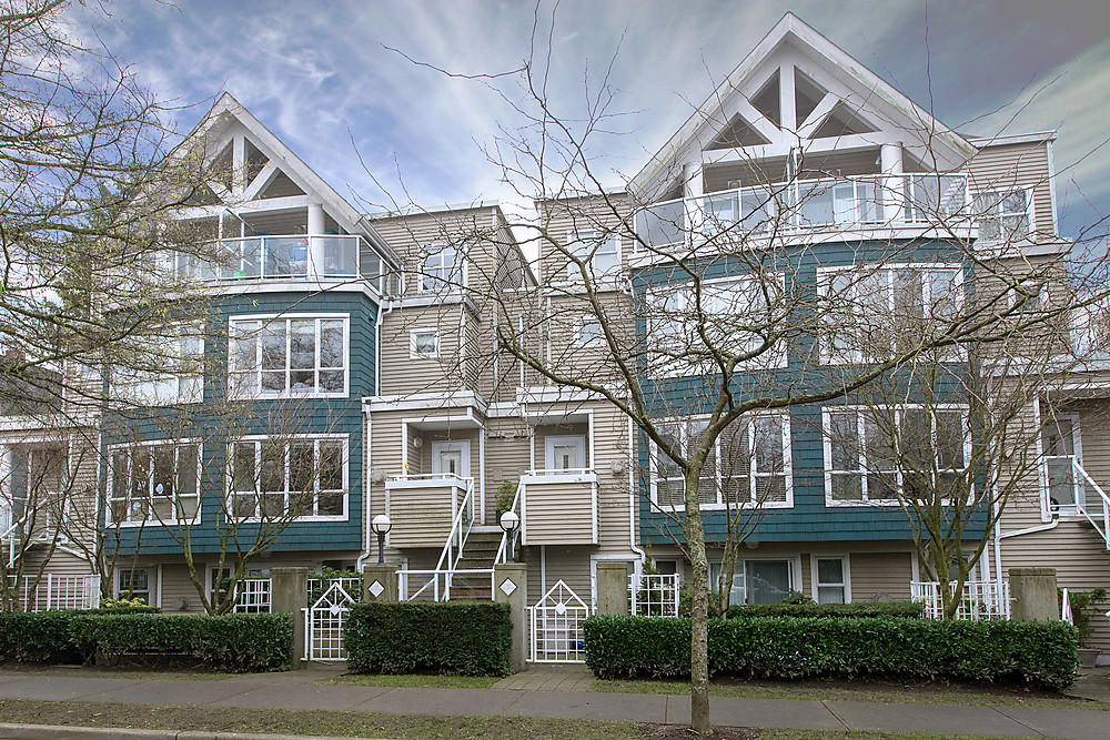 "Main Photo: 22 780 W 15TH Avenue in Vancouver: Fairview VW Townhouse for sale in ""SIXTEEN WILLOWS"" (Vancouver West)  : MLS®# V987109"