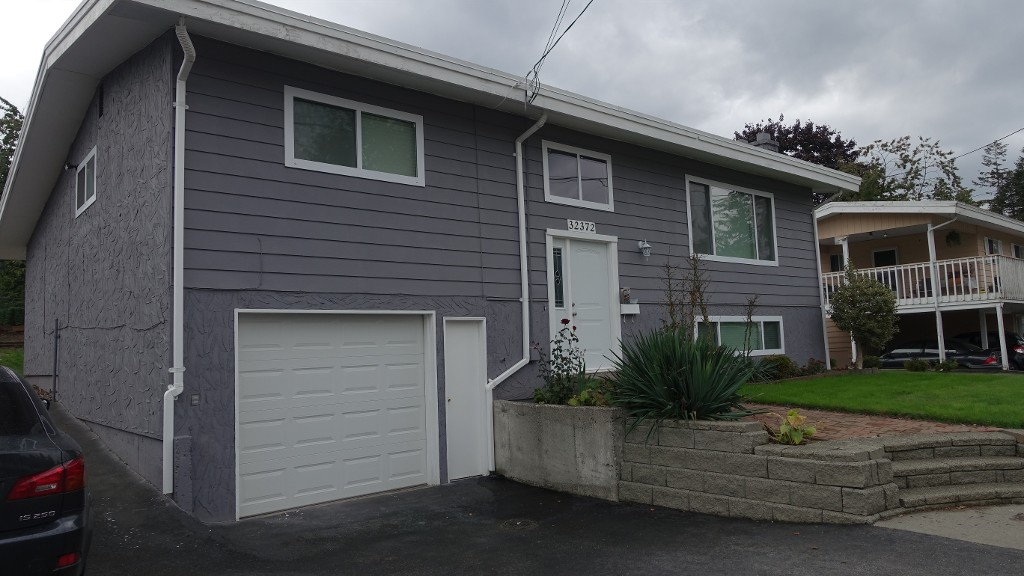 Main Photo: 32372 Hillcrest Avenue in Abbotsford: Central Abbotsford House for rent