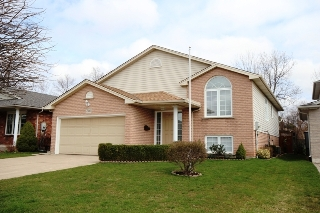 Main Photo: 7506 Nadia Court: Niagara Falls Freehold for sale (Niagara Region)  : MLS® # 30565318