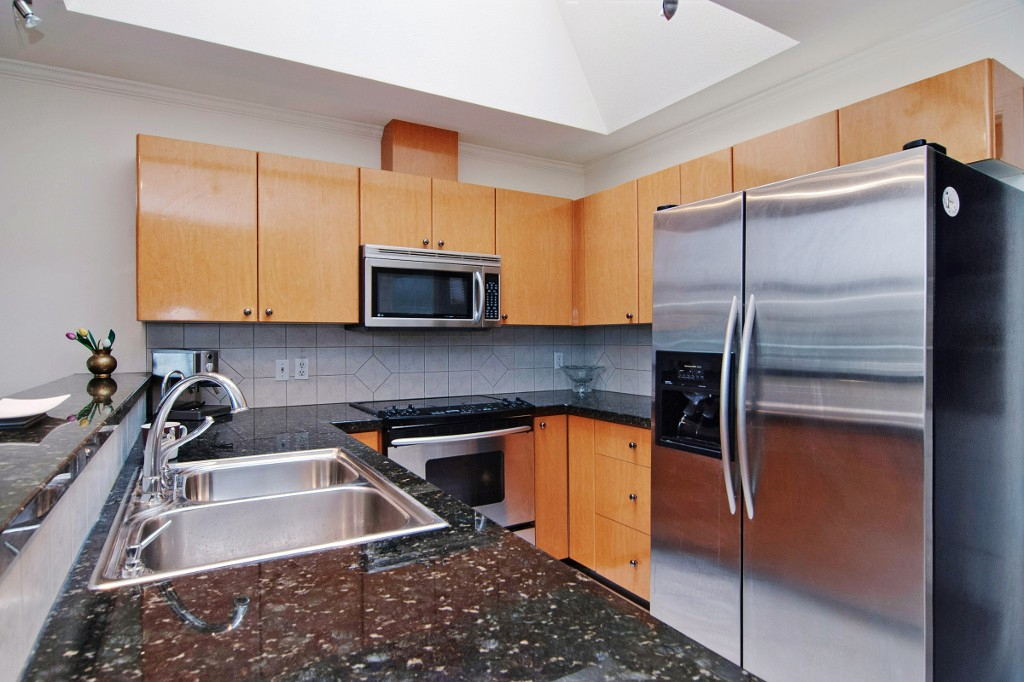 Photo 3: PH2 950 BIDWELL Street in Vancouver: West End VW Condo for sale (Vancouver West)  : MLS® # V1080593