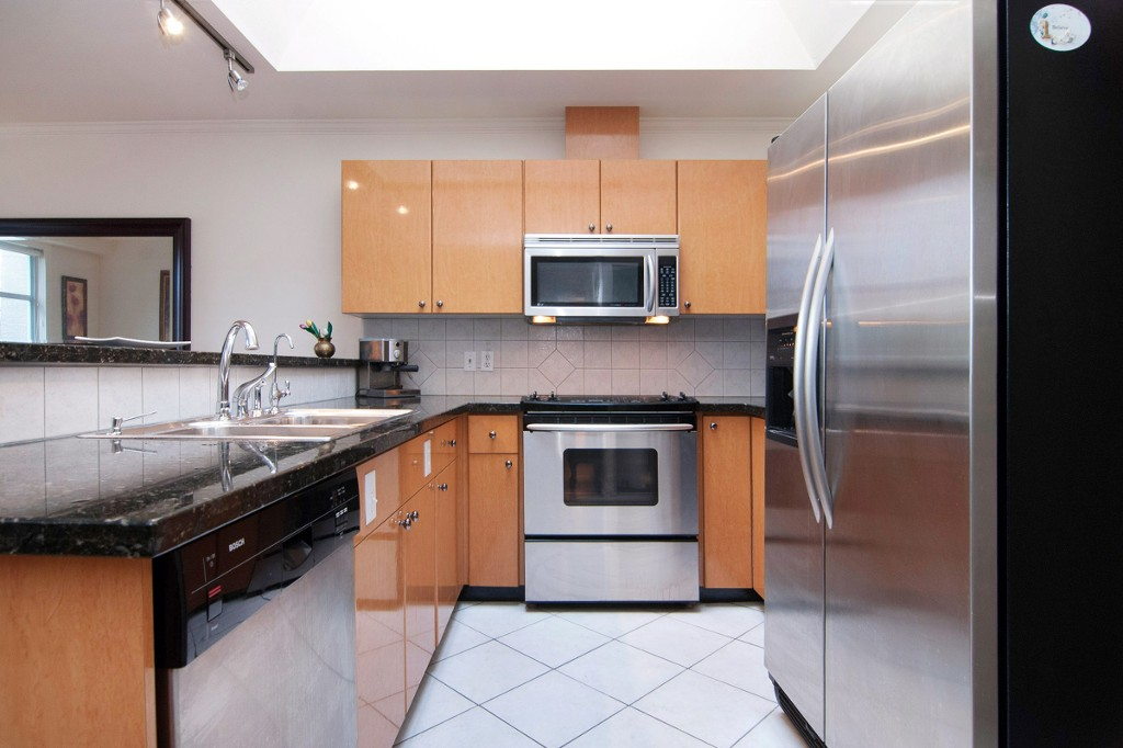 Photo 4: PH2 950 BIDWELL Street in Vancouver: West End VW Condo for sale (Vancouver West)  : MLS® # V1080593