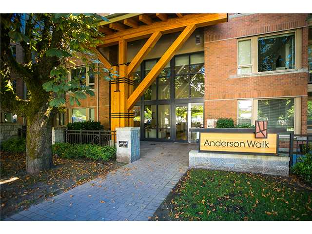 FEATURED LISTING: 425 119 22ND Street West North Vancouver