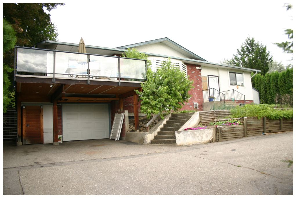 Main Photo: 4610 Northeast Lakeshore Road in Salmon Arm: Raven House for sale (NE Salmon Arm)  : MLS® # 10103202