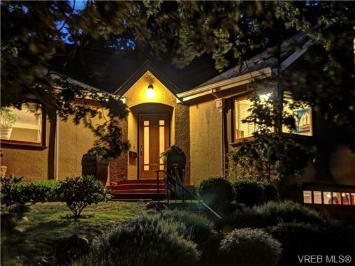 Main Photo: 1194 Old Esquimalt Road in VICTORIA: Es Rockheights Single Family Detached for sale (Esquimalt)  : MLS®# 341227