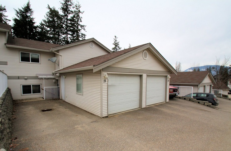 Main Photo: 21 171 Southeast 17 Street in Salmon Arm: Bayview House for sale (SE Salmon Arm)  : MLS® # 10126335