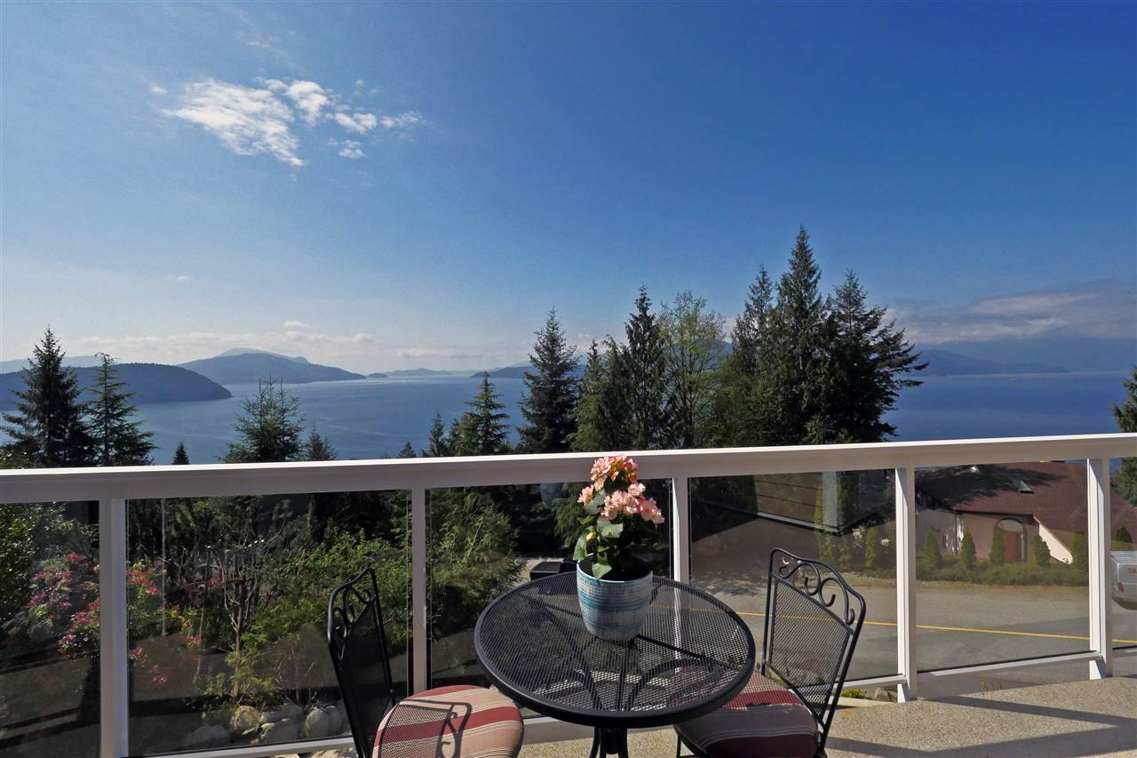 FEATURED LISTING: 255 KELVIN GROVE Way Lions Bay