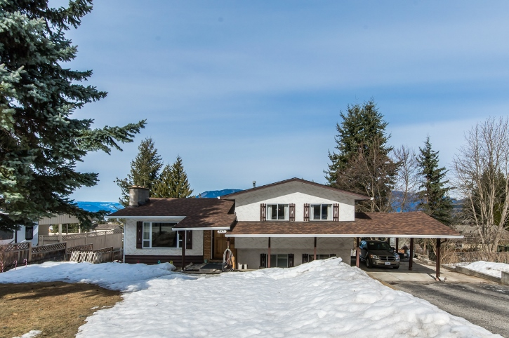 Main Photo: 3421 Northeast 1 Avenue in Salmon Arm: Broadview House for sale (NE Salmon Arm)  : MLS® # 10131122