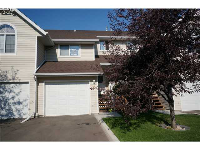 Main Photo: 26 567 EDMONTON Trail NE: Airdrie Townhouse for sale : MLS®# C3578088