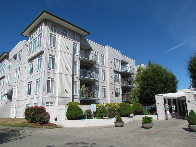 Main Photo: 106 32075 George Ferguson Way in Abbotsford: Condo for rent