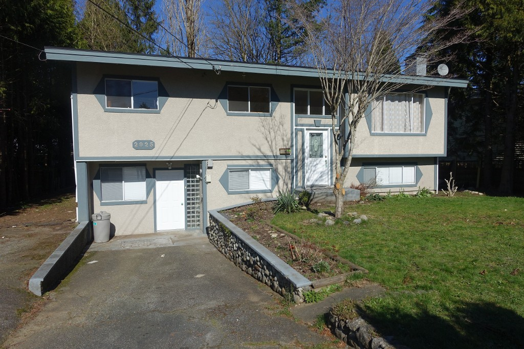 Main Photo: 2925 Old Clayburn Rd. in Abbotsford: Abbotsford East House for rent