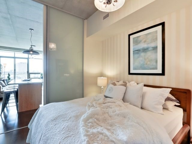Photo 2: 33 Mill St Unit #427 in Toronto: Waterfront Communities C8 Condo for sale (Toronto C08)  : MLS® # C3592166