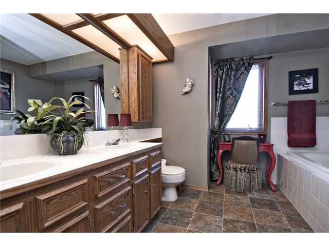 Photo 12: 35 HAWKVILLE Mews NW in CALGARY: Hawkwood Residential Detached Single Family for sale (Calgary)  : MLS® # C3556165