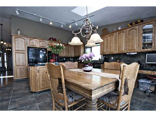 Photo 9: 35 HAWKVILLE Mews NW in CALGARY: Hawkwood Residential Detached Single Family for sale (Calgary)  : MLS® # C3556165