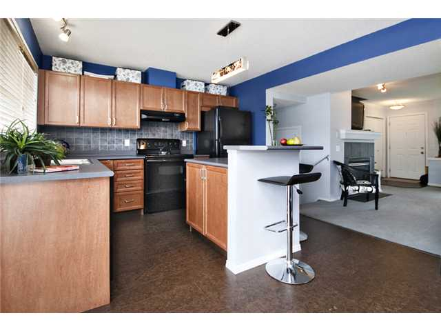 Photo 4: 32 ELGIN Bay SE in CALGARY: McKenzie Towne Residential Attached for sale (Calgary)  : MLS® # C3554299