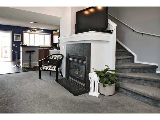Photo 3: 32 ELGIN Bay SE in CALGARY: McKenzie Towne Residential Attached for sale (Calgary)  : MLS® # C3554299