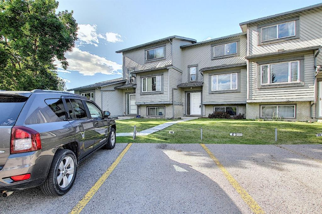 FEATURED LISTING: 18 - 12 TEMPLEWOOD Drive Northeast Calgary