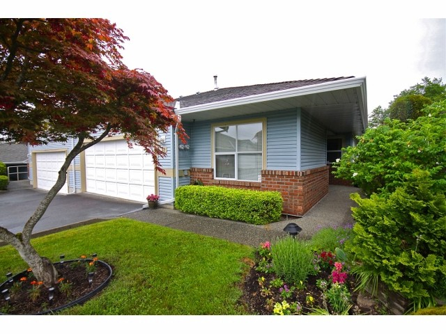 "Main Photo: 42 8889 212 Street in LANGLEY: Walnut Grove Townhouse for sale in ""GARDEN TERRACE"" (Langley)  : MLS®# F1311330"