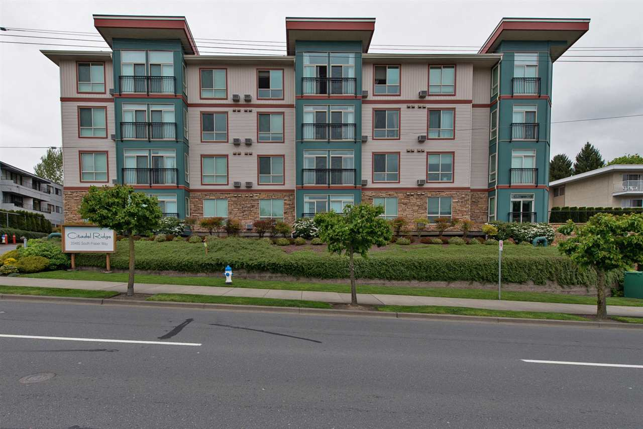Main Photo: 414 33485 SOUTH FRASER WAY in Abbotsford: Central Abbotsford Condo for sale : MLS®# R2308805
