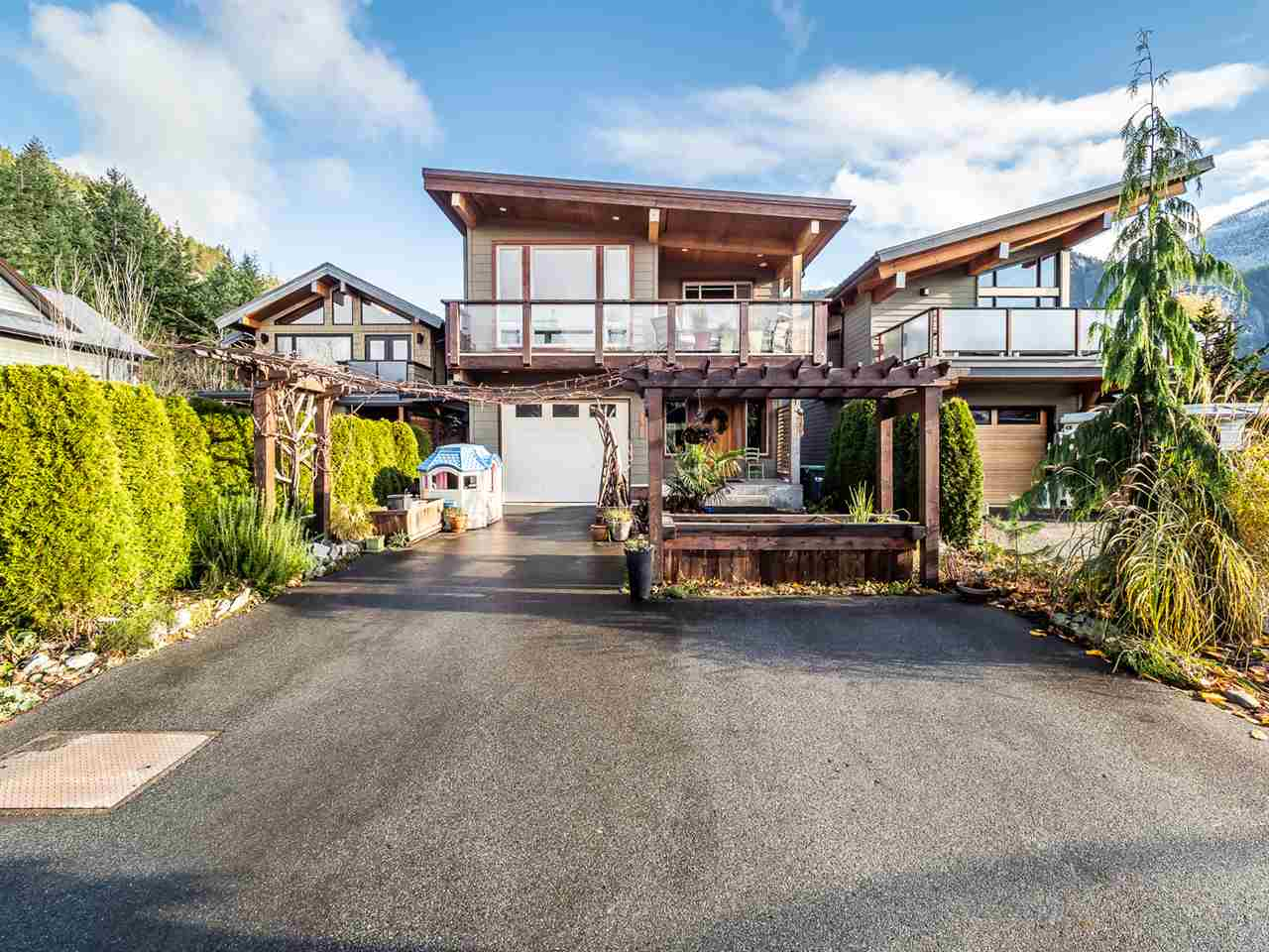 FEATURED LISTING: 1006 PENNYLANE Place Squamish