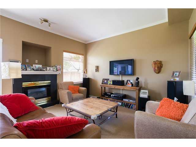 Photo 2: 1545 MAHON AV in North Vancouver: Central Lonsdale Condo for sale : MLS(r) # V1014249