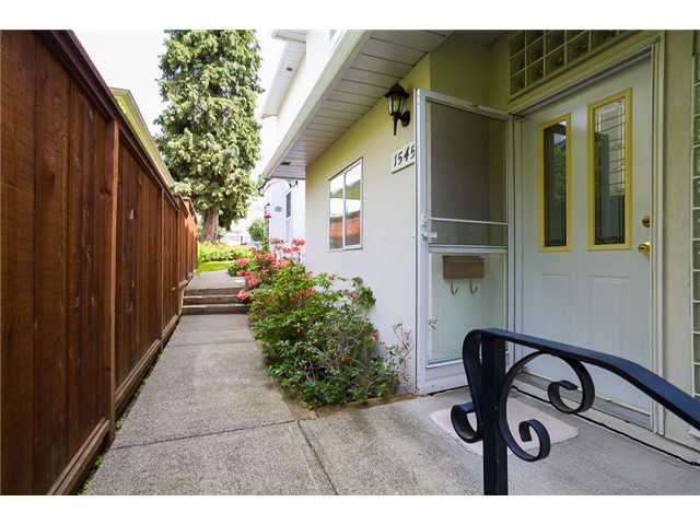 Photo 15: 1545 MAHON AV in North Vancouver: Central Lonsdale Condo for sale : MLS(r) # V1014249