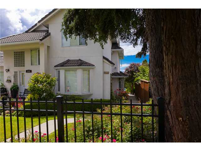Main Photo: 1545 MAHON AV in North Vancouver: Central Lonsdale Condo for sale : MLS(r) # V1014249