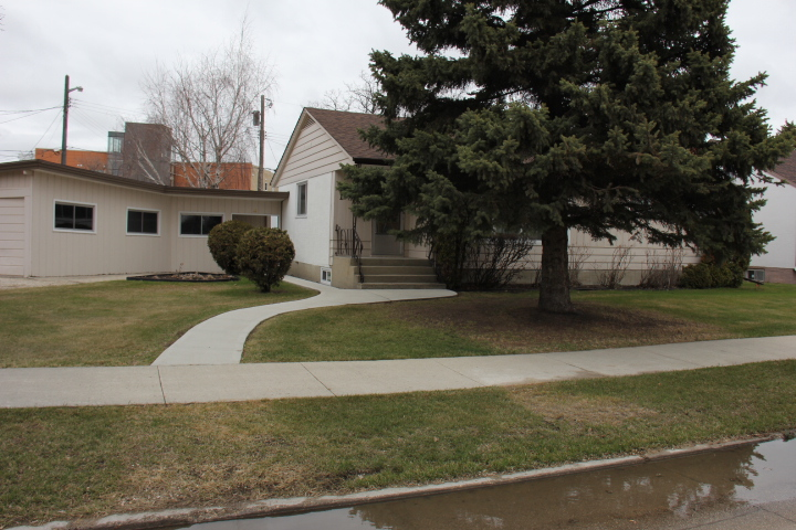 Main Photo: 11 Portland Ave in Winnipeg: Residential for sale