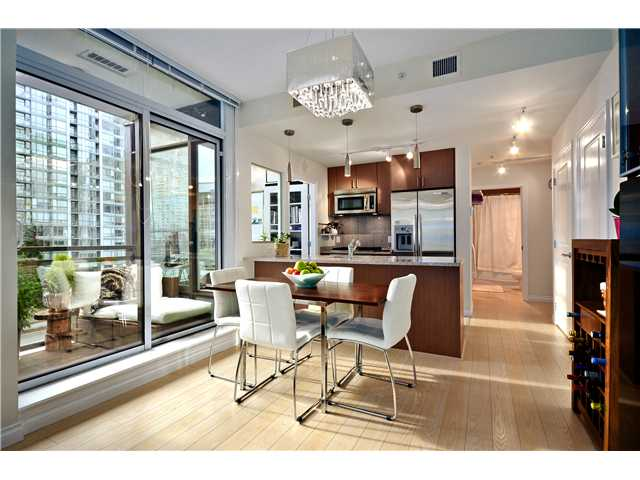 "Main Photo: 702 1211 MELVILLE Street in Vancouver: Coal Harbour Condo for sale in ""THE RITZ"" (Vancouver West)  : MLS®# V978535"