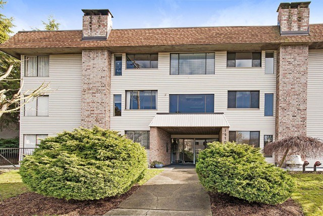 Main Photo: 203 1410 BLACKWOOD STREET: White Rock Condo for sale (South Surrey White Rock)  : MLS®# R2027671