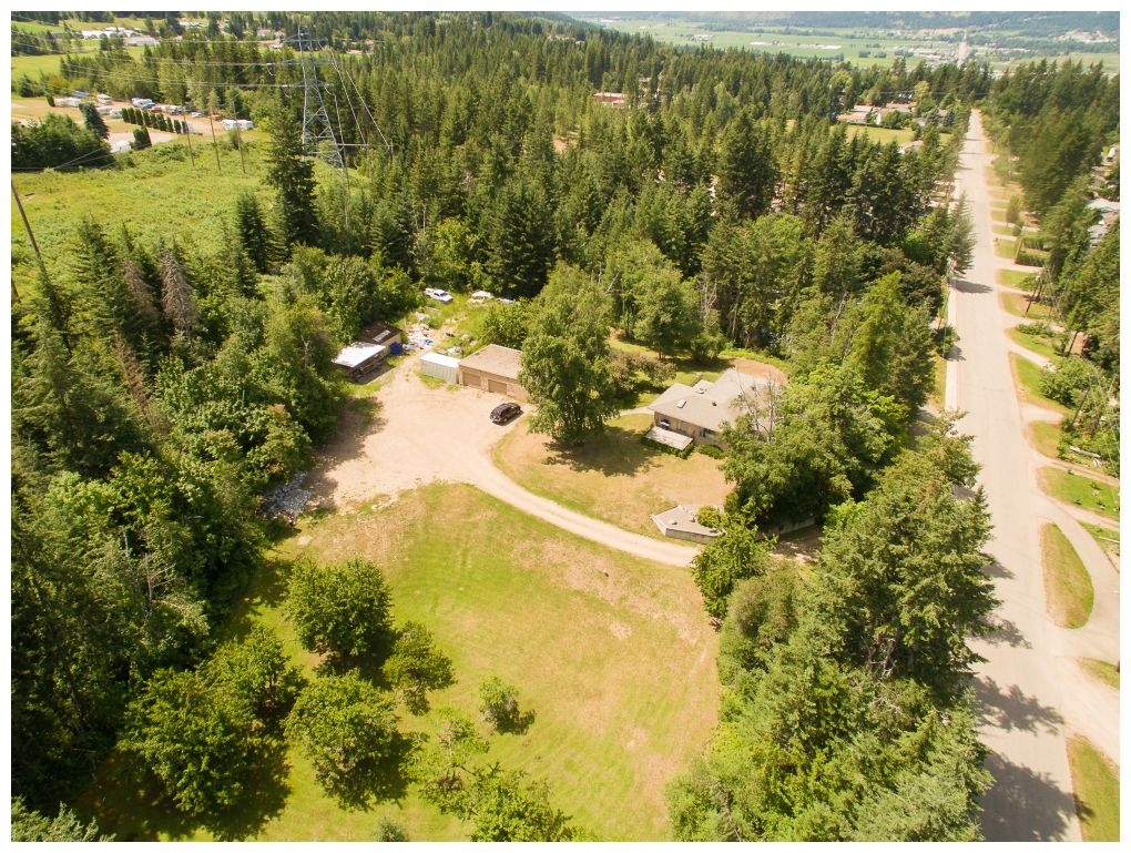 Main Photo: 2670 Southeast 10 Avenue in Salmon Arm: Hillcrest House for sale (Salmon Arm SE)  : MLS® # 10093527