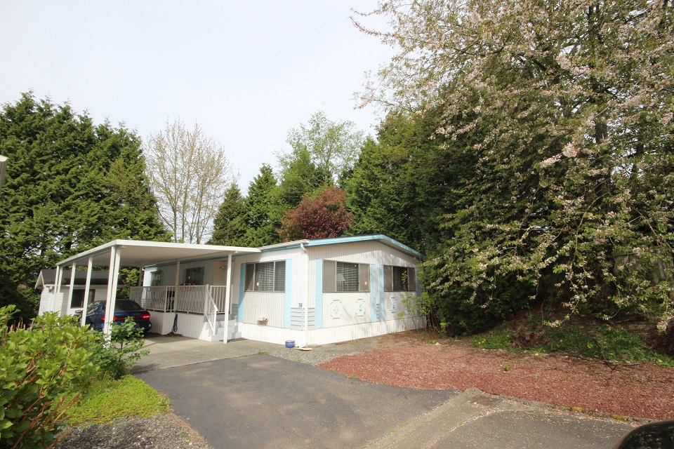 Main Photo: 38 - 13507 81 Ave in Surrey: Queen Mary Park Surrey Manufactured Home for sale : MLS®# R2057293