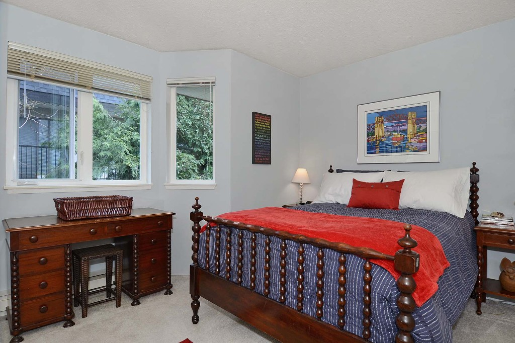 Photo 6: 148 W 18TH Street in North Vancouver: Central Lonsdale Townhouse for sale : MLS® # V1021367